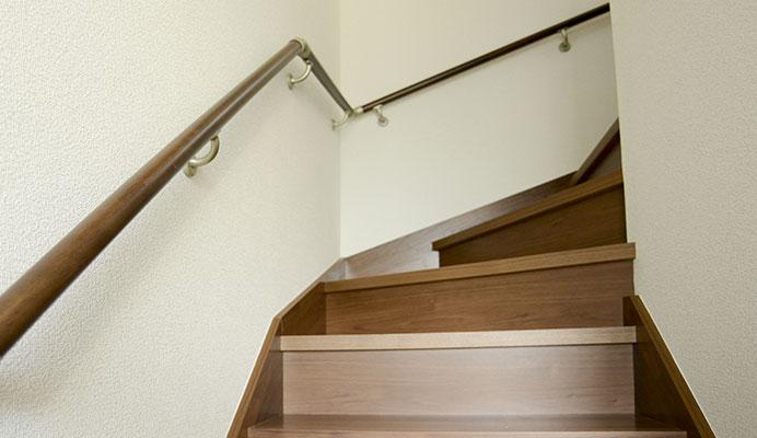 バリアフリー付き階段の写真